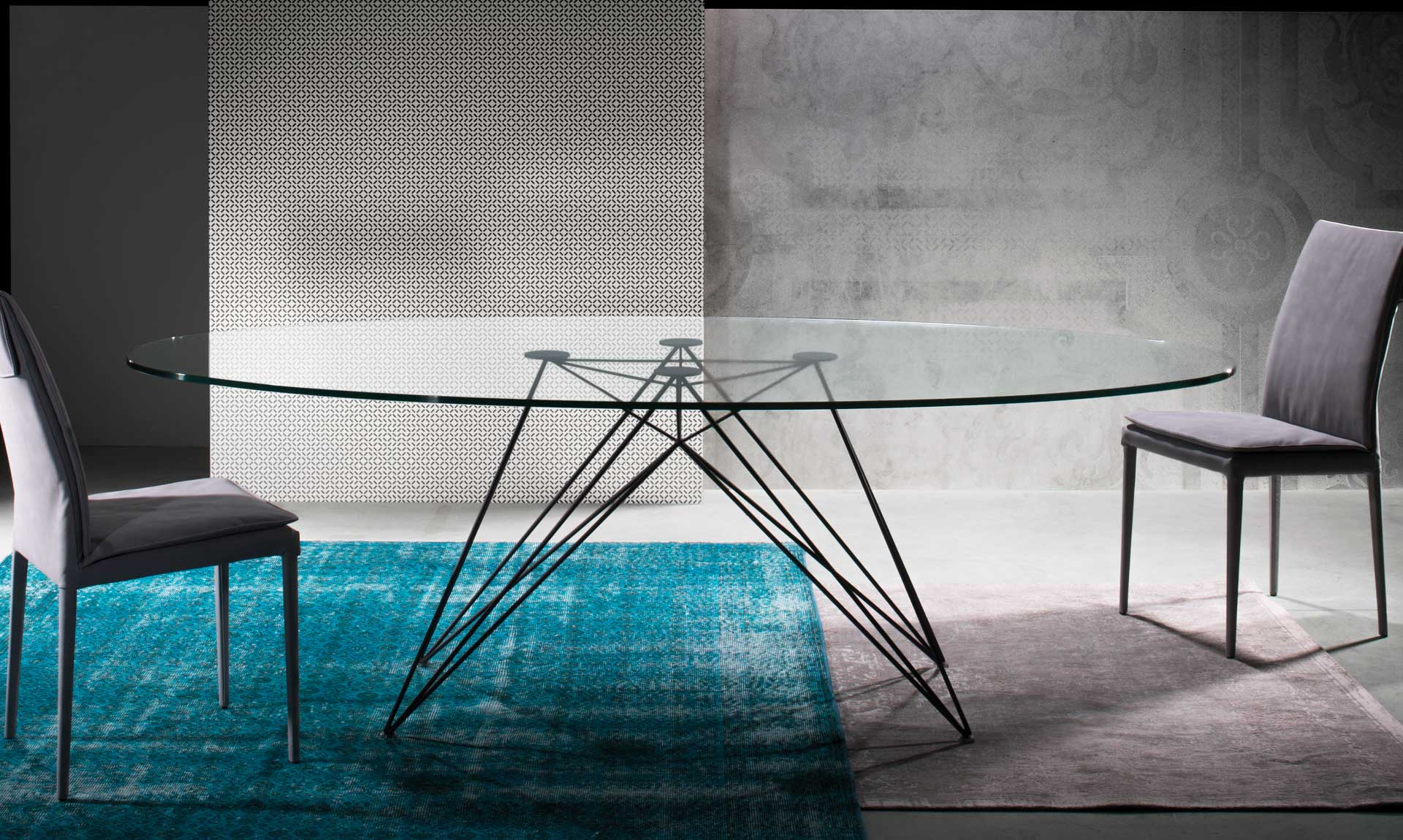 pegaso-table-metal-base-and-graphite-powder-coating-oval-glass-top